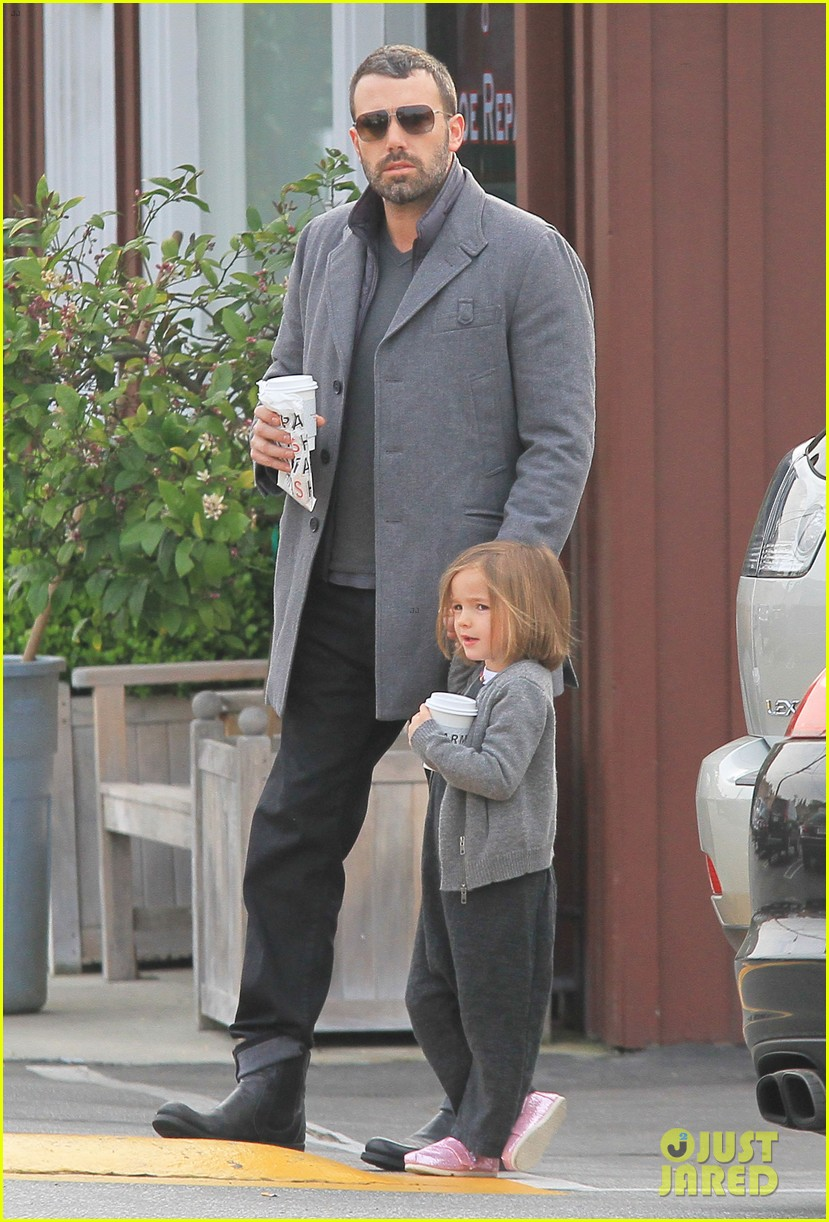 jennifer garner ben affleck morning coffee run with sera 01