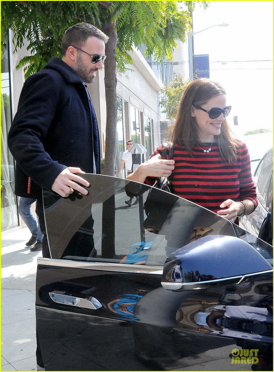 jennifer garner ben affleck piano shopping couple 022831680