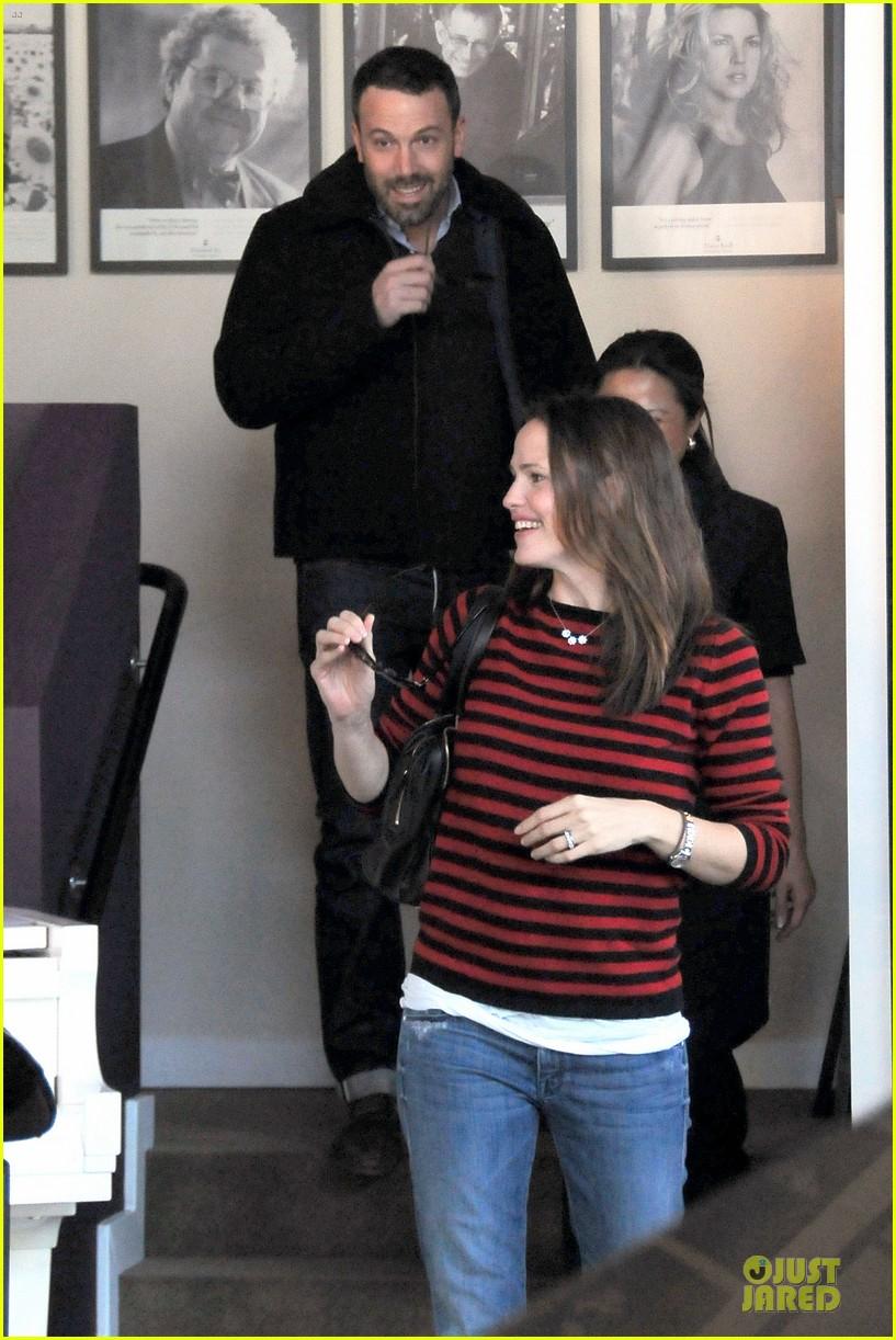 jennifer garner ben affleck piano shopping couple 032831681