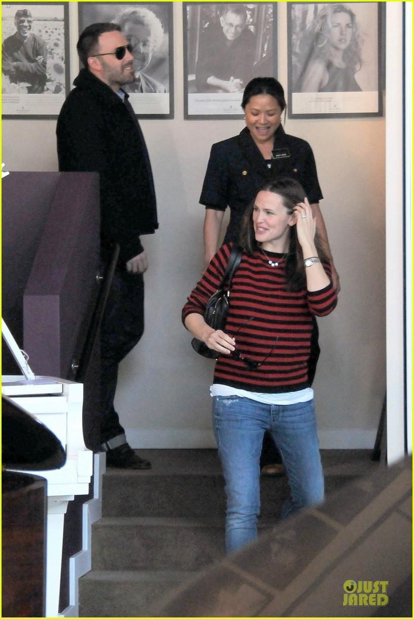 jennifer garner ben affleck piano shopping couple 152831693