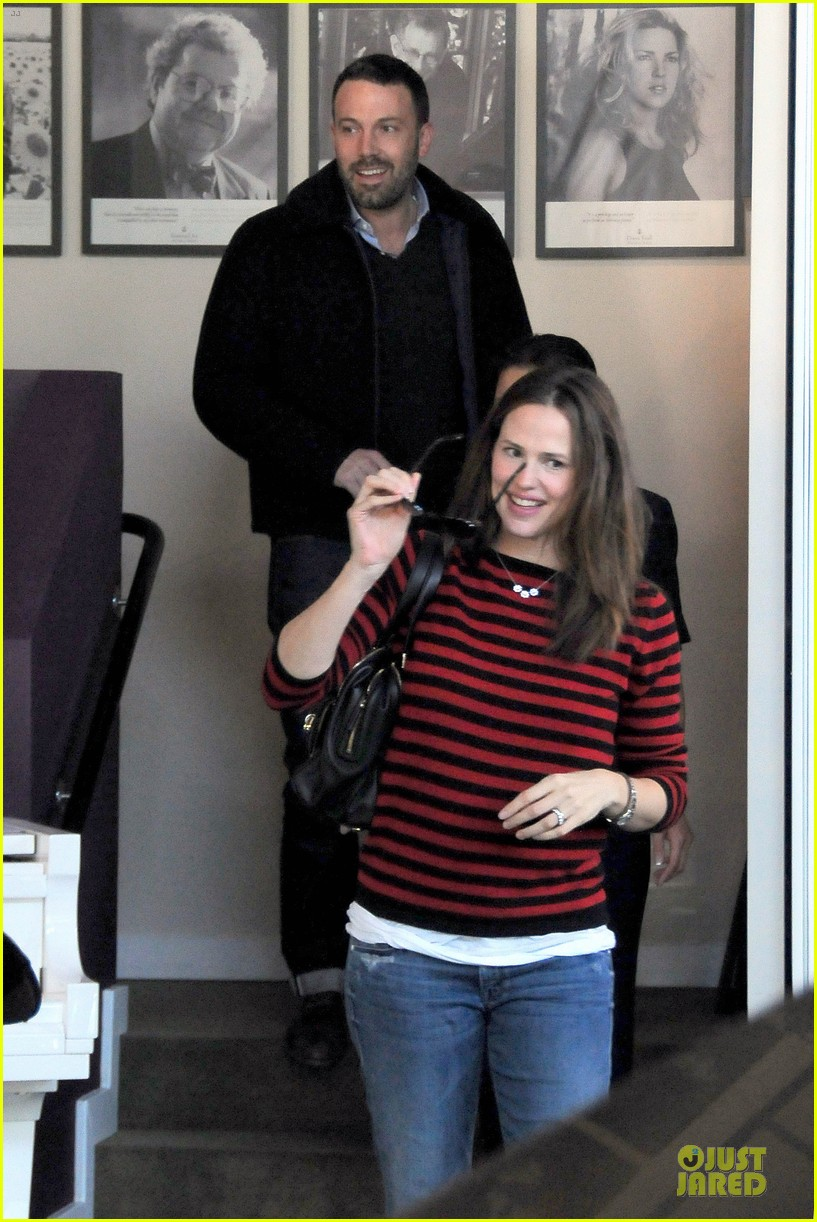 jennifer garner ben affleck piano shopping couple 17