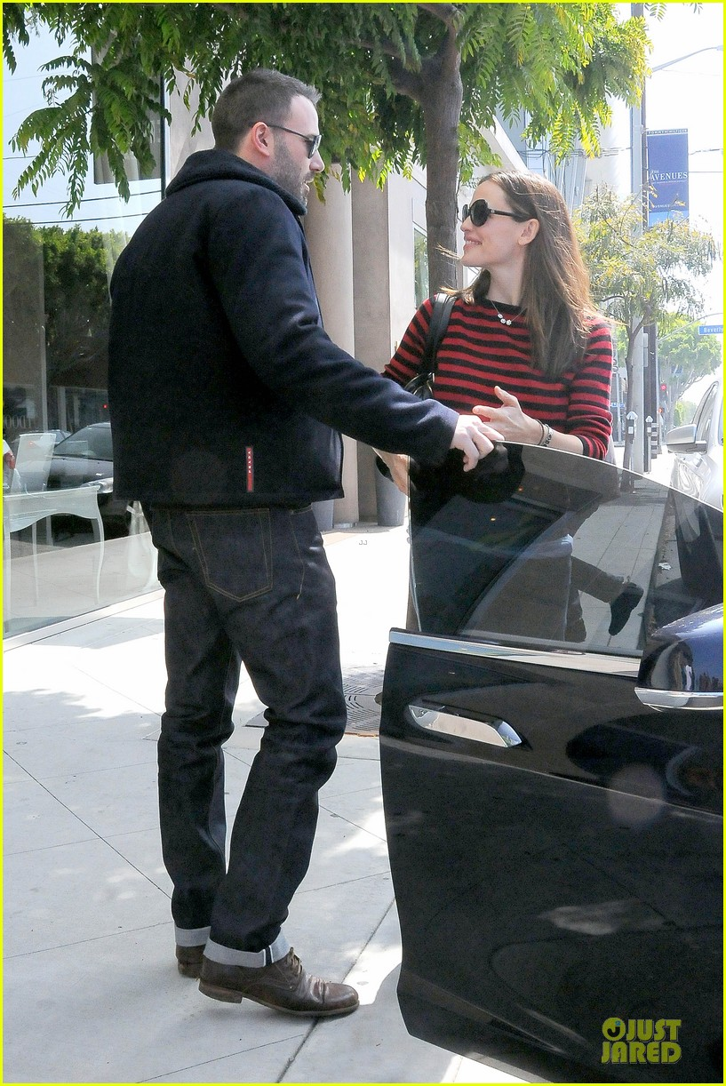 jennifer garner ben affleck piano shopping couple 182831696