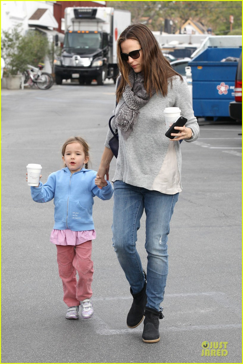 jennifer garner sepate brentwood country mart stops with the girls 062825838
