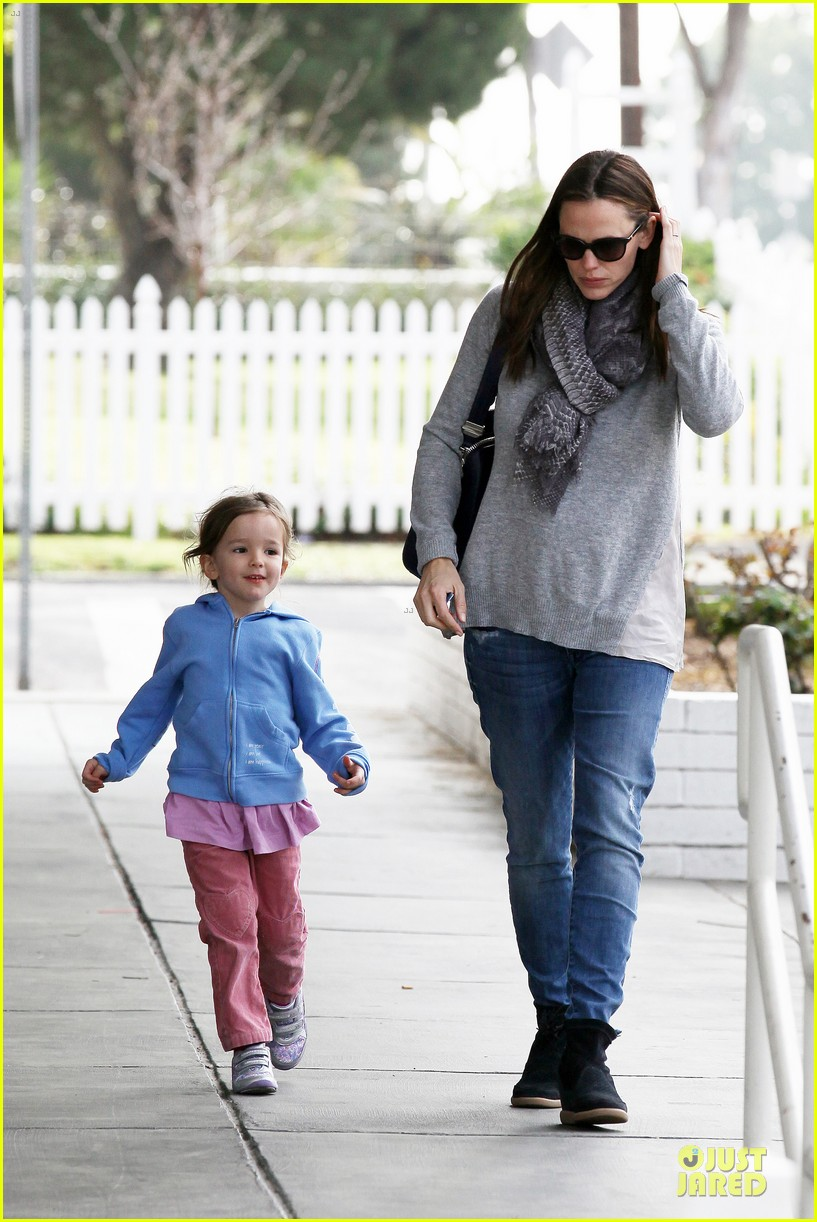 jennifer garner sepate brentwood country mart stops with the girls 112825843