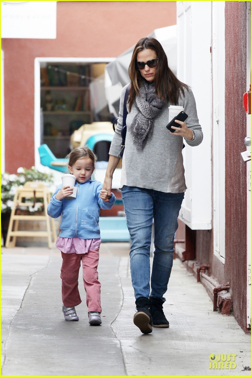 jennifer garner sepate brentwood country mart stops with the girls 142825846