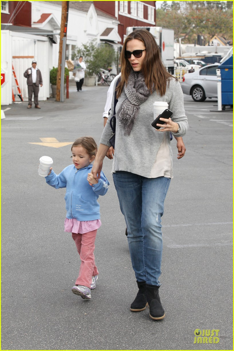 jennifer garner sepate brentwood country mart stops with the girls 162825848