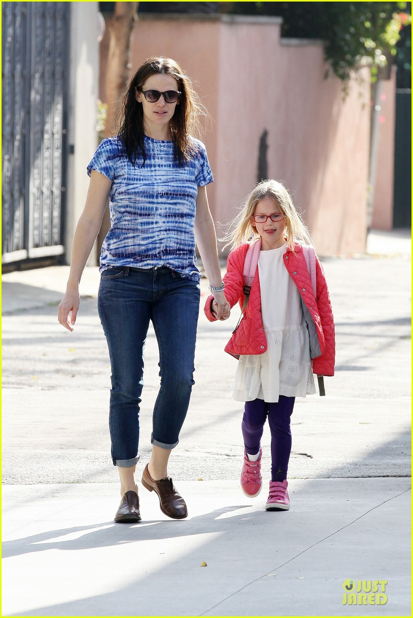 jennifer garner sepate brentwood country mart stops with the girls 182825850