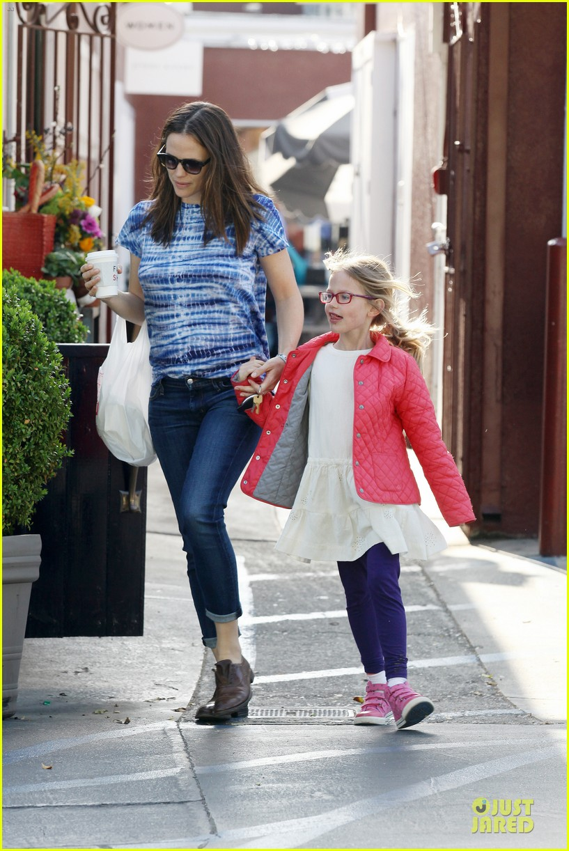 jennifer garner sepate brentwood country mart stops with the girls 232825855