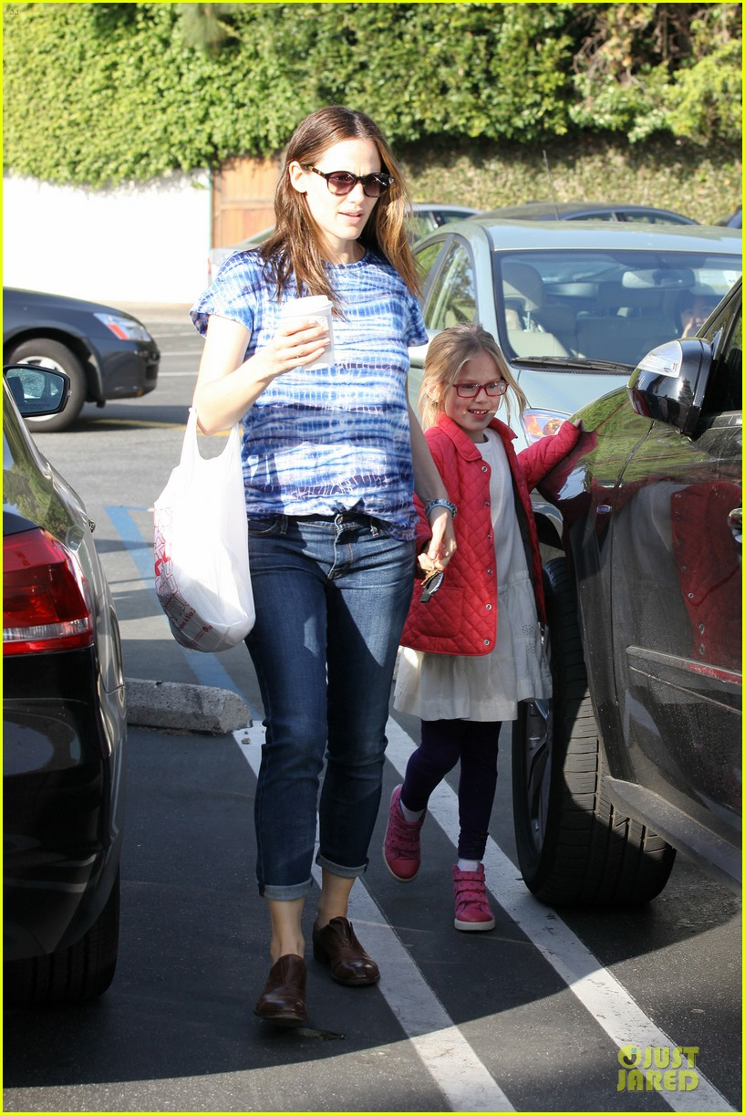 jennifer garner sepate brentwood country mart stops with the girls 252825857