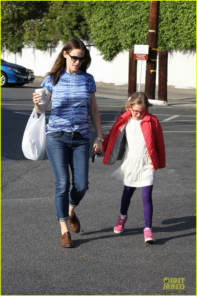 jennifer garner sepate brentwood country mart stops with the girls 262825858