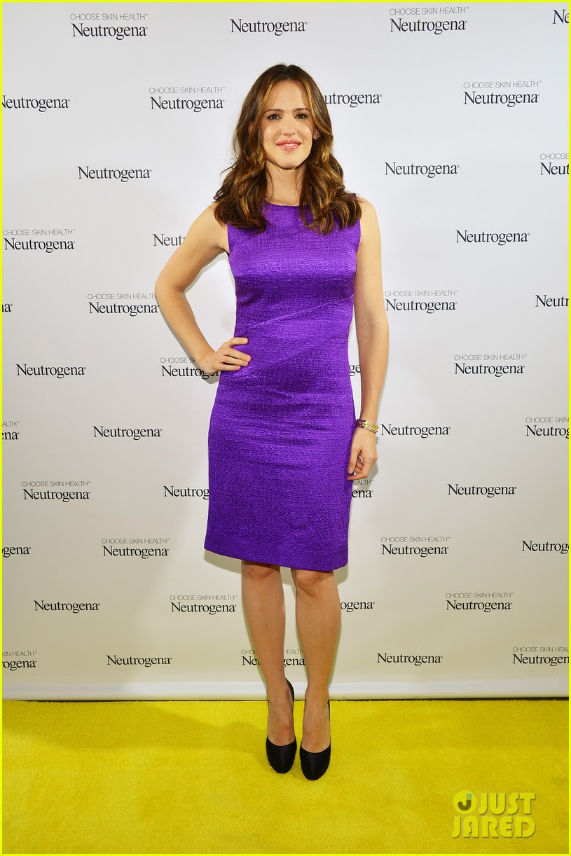 jennifer garner neutrogena sun summit 01