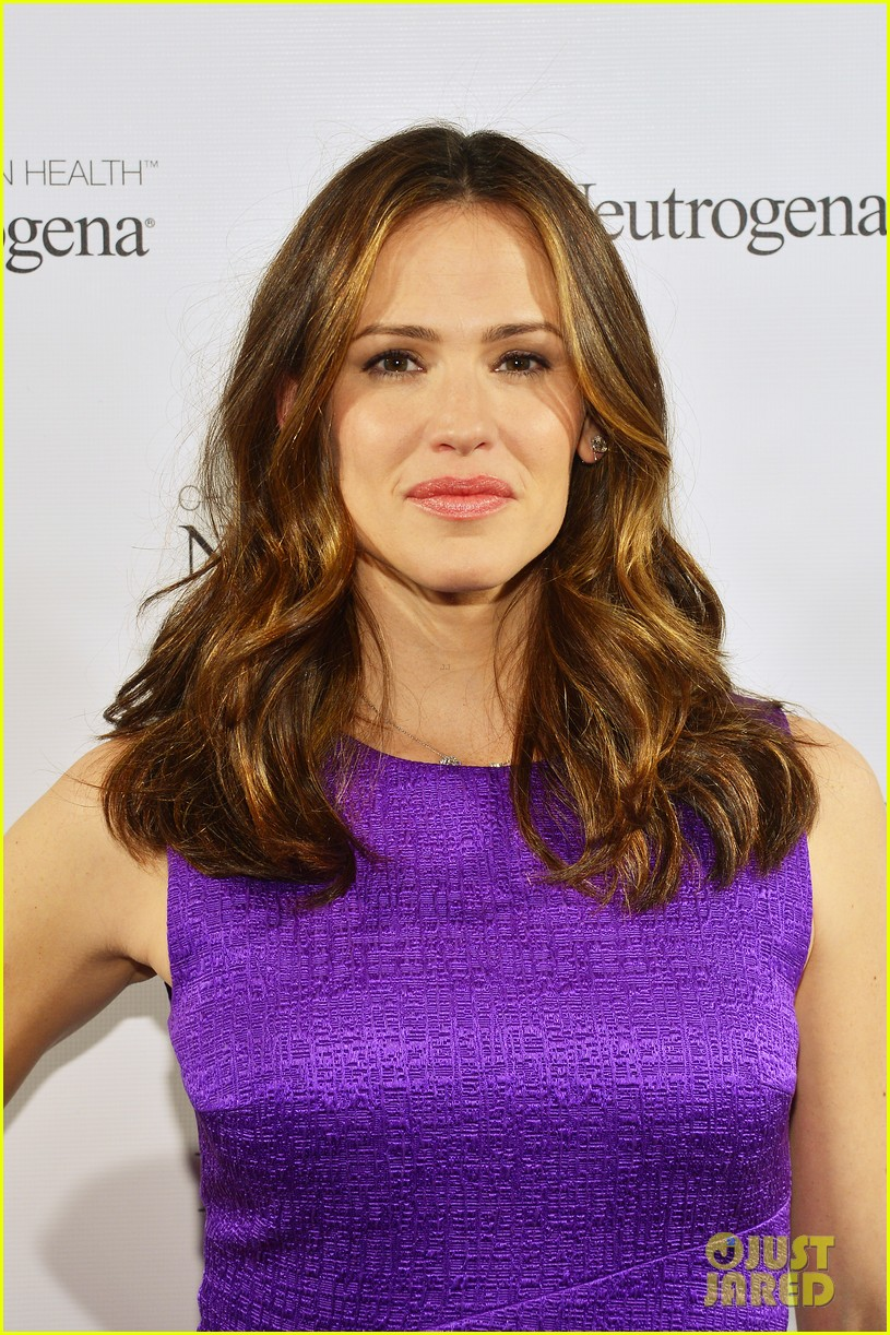 jennifer garner neutrogena sun summit 112830044