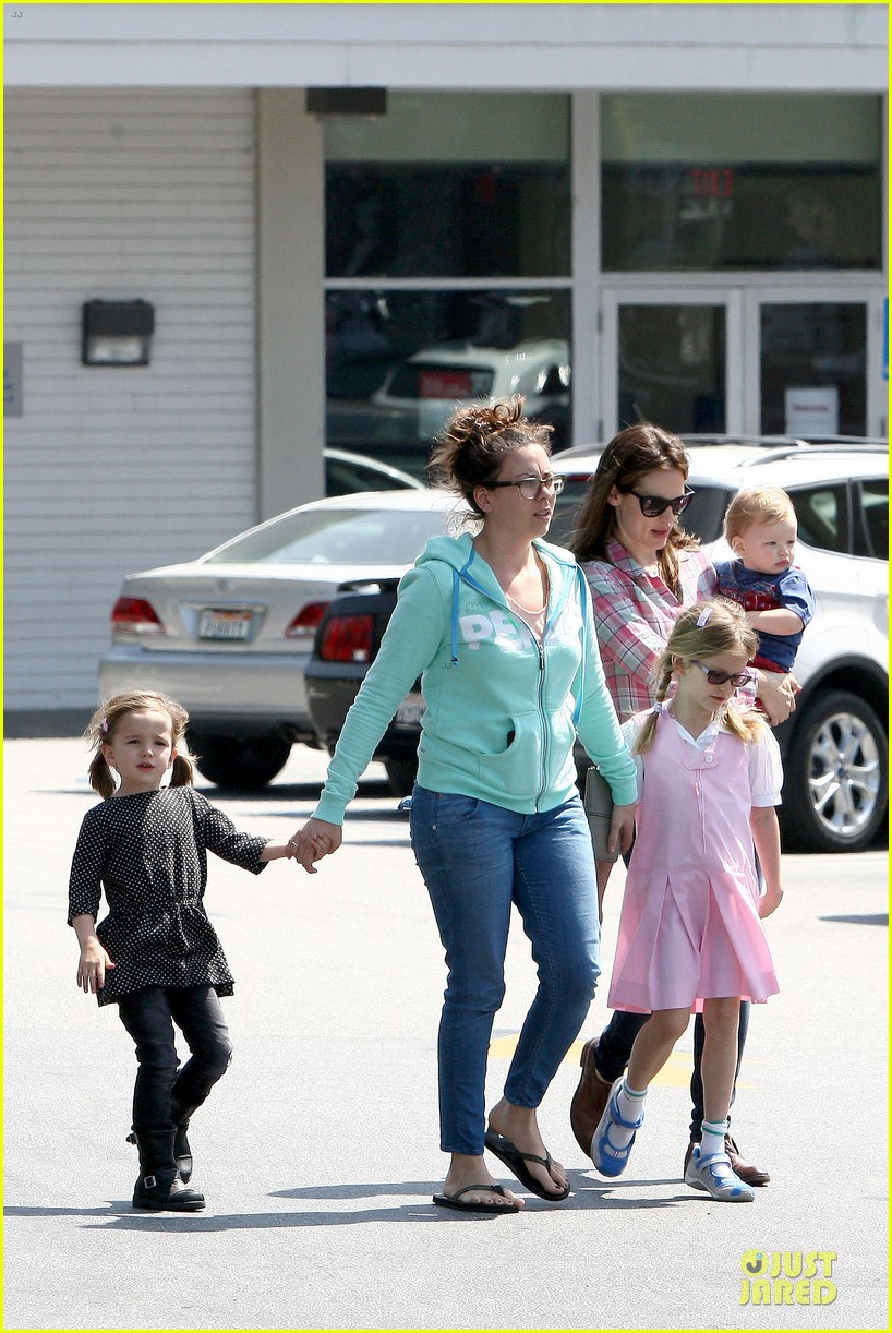 jennifer garner tavern girls night after day with the kids 03