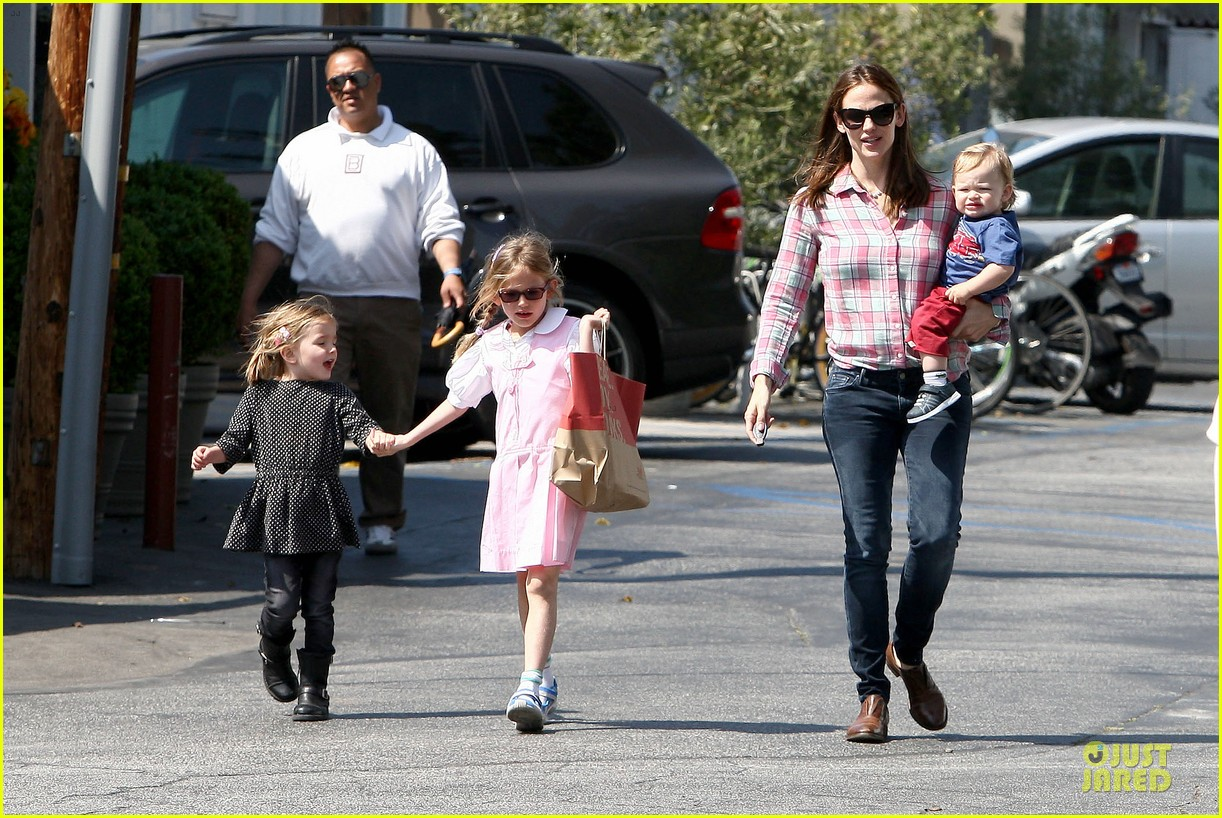 jennifer garner tavern girls night after day with the kids 04