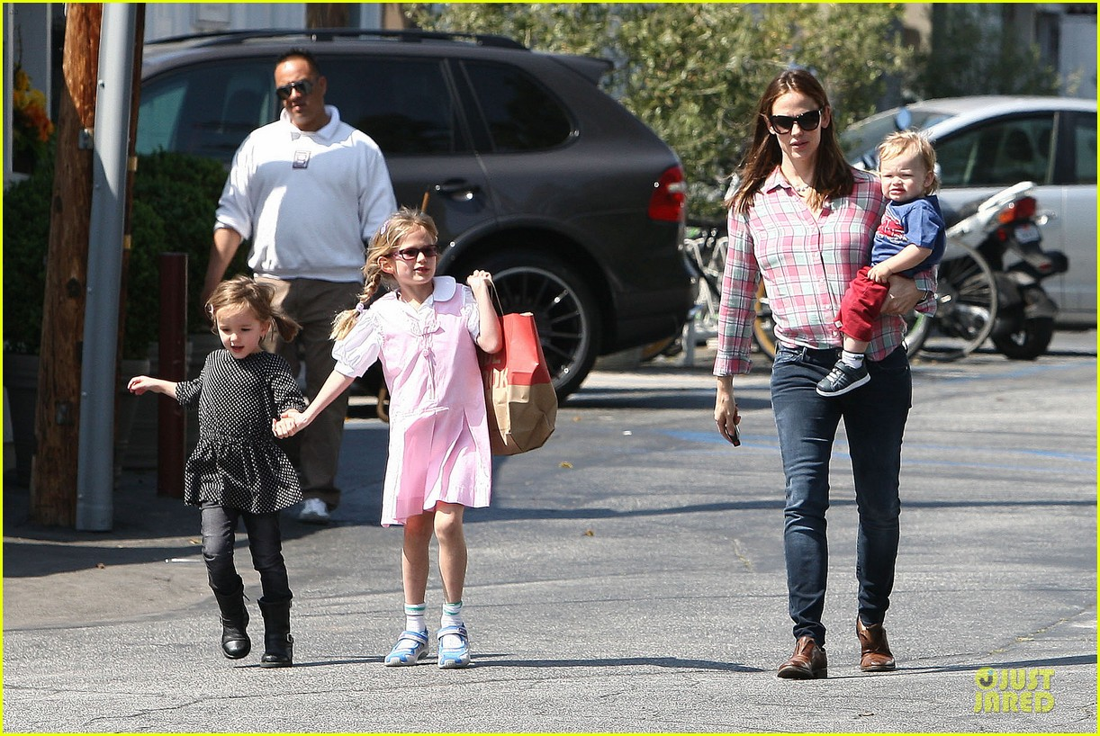 jennifer garner tavern girls night after day with the kids 232840081