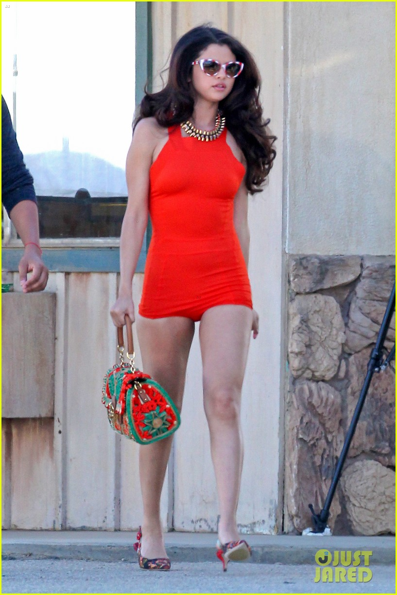 selena gomez photo shoot in the desert 092825055
