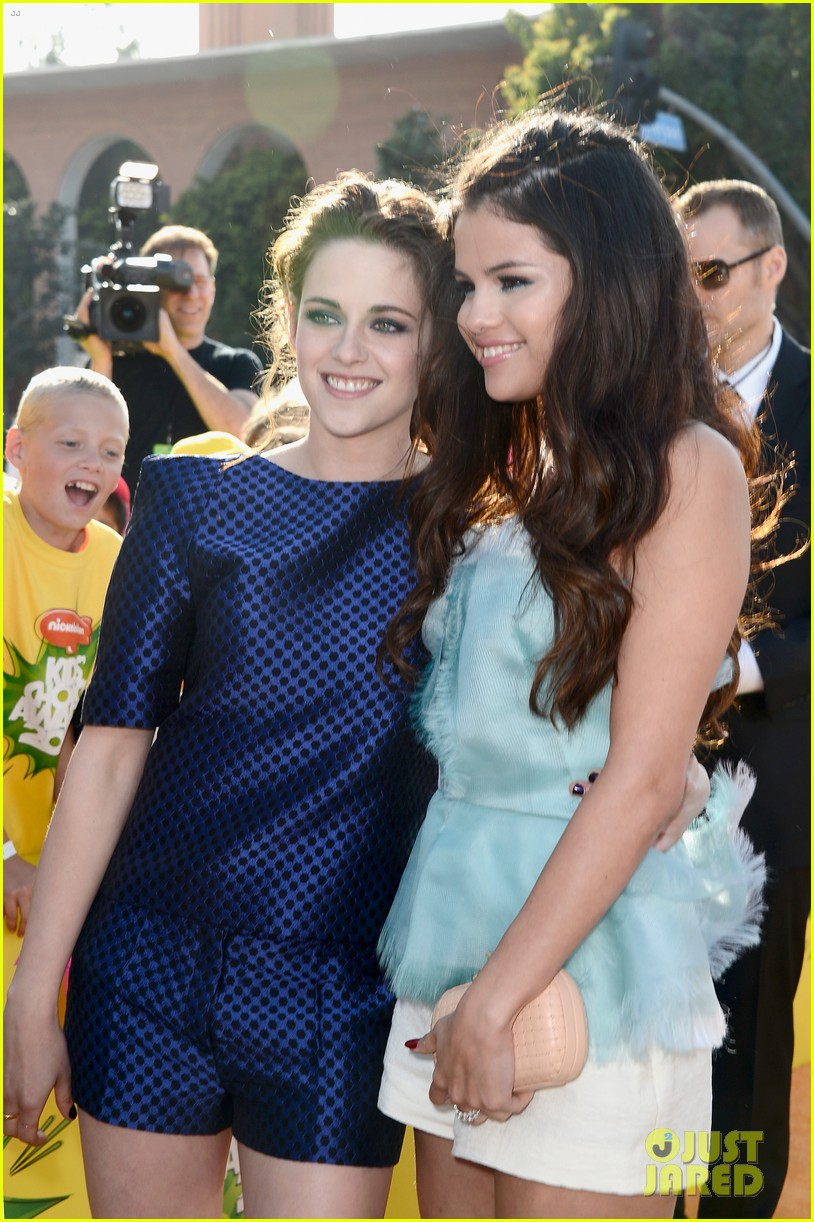 selena gomez kids choice awards 2013 red carpet 03