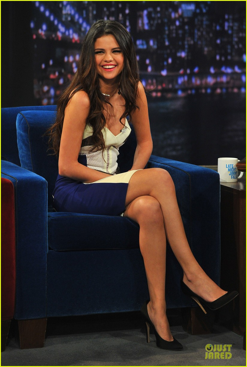 selena gomez mustache beauty on fallon 102834004