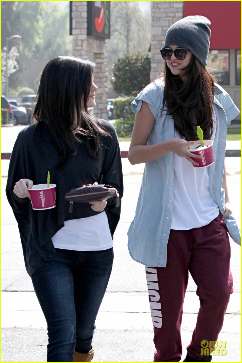 selena gomez frozen yogurt with a gal pal 142825624