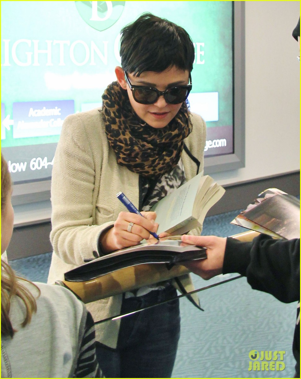 ginnifer goodwin its hard playing two characters on once upon a time 012825533