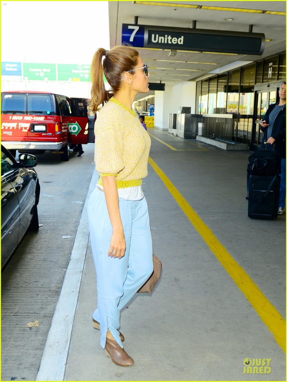 ryan gosling eva mendes separate lax airport arrivals 032835863