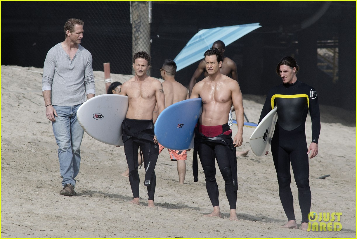 mark paul gosselaar breckin meyer shirtless shirtless on franklin bash set 02