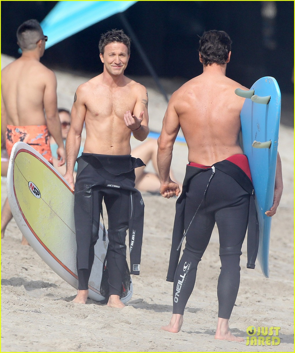 mark paul gosselaar breckin meyer shirtless shirtless on franklin bash set 05