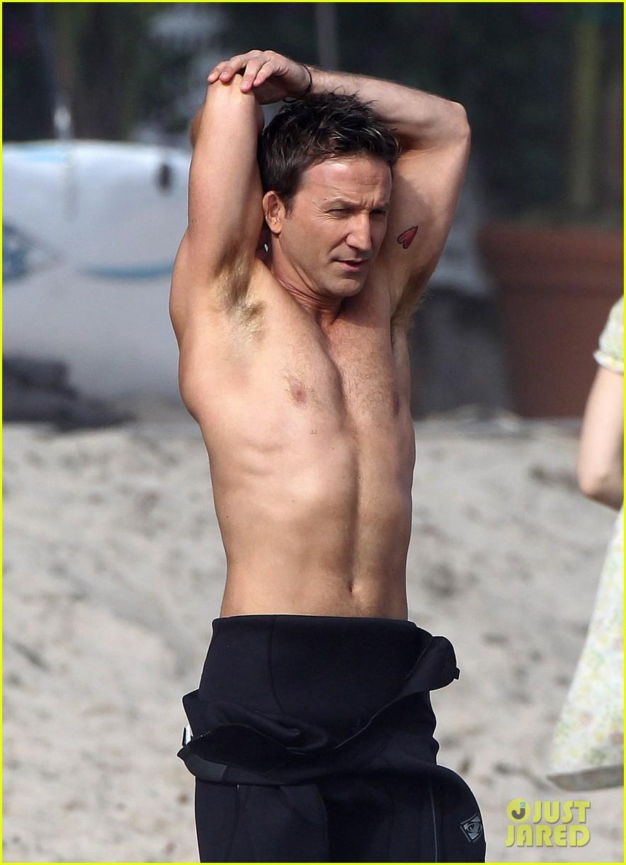 mark paul gosselaar breckin meyer shirtless shirtless on franklin bash set 142829823