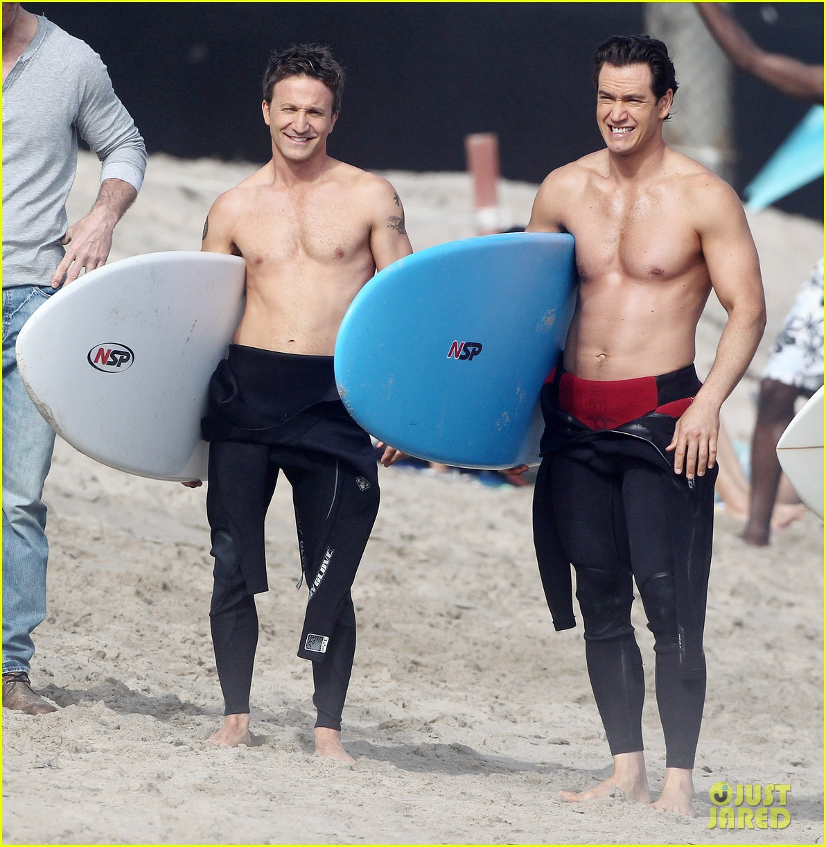 mark paul gosselaar breckin meyer shirtless shirtless on franklin bash set 192829828