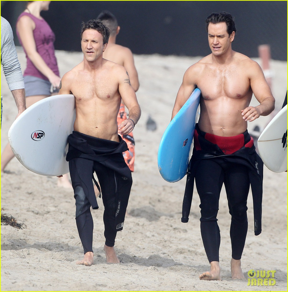 mark paul gosselaar breckin meyer shirtless shirtless on franklin bash set 222829831