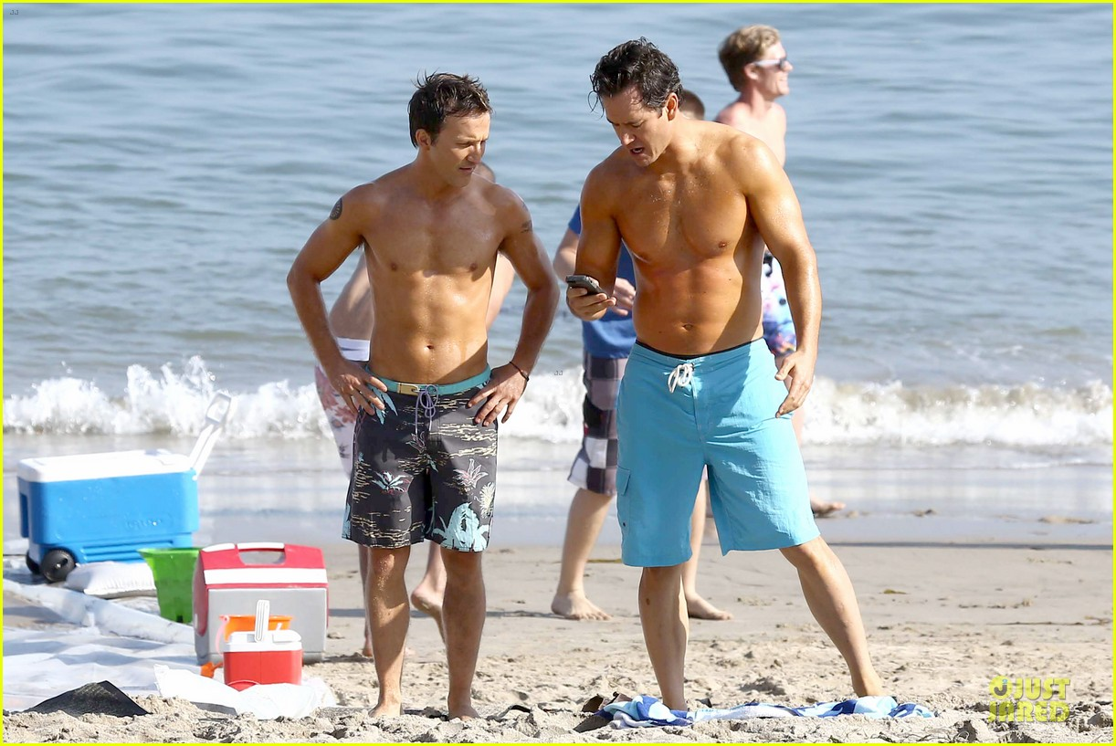 mark paul gosselaar breckin meyer shirtless franklin bash duo 122836023