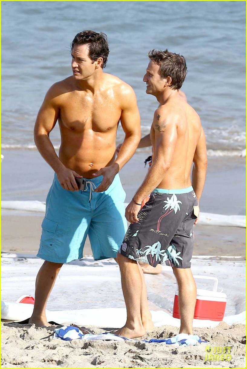 mark paul gosselaar breckin meyer shirtless franklin bash duo 262836037
