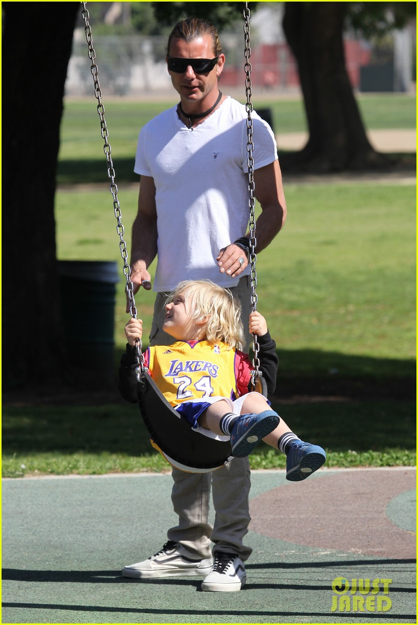 gwen stefani gavin rossdale family fun at the park 032837283