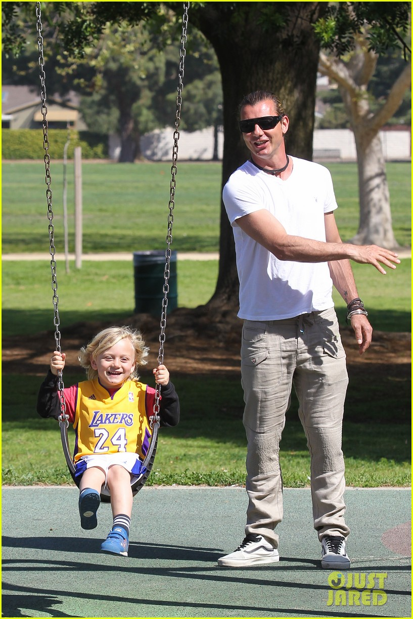 gwen stefani gavin rossdale family fun at the park 16