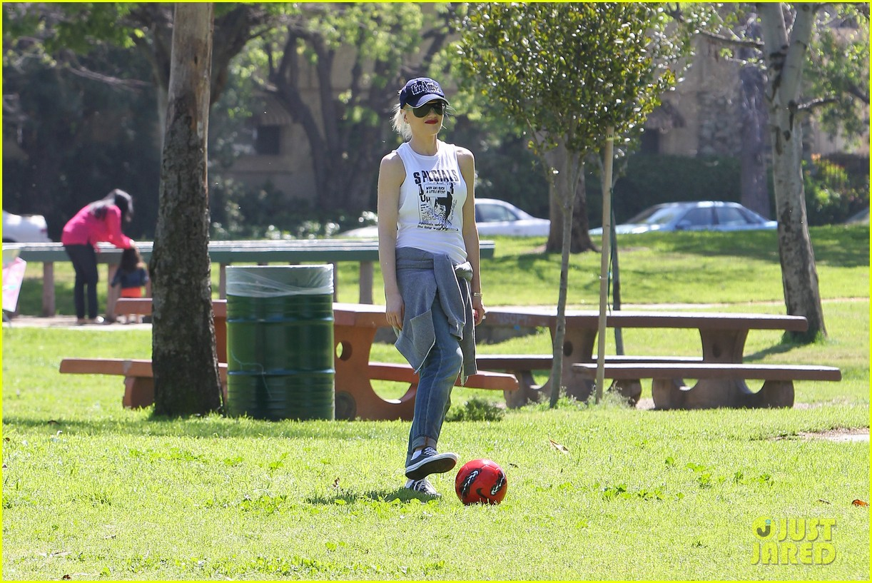 gwen stefani gavin rossdale family fun at the park 282837308