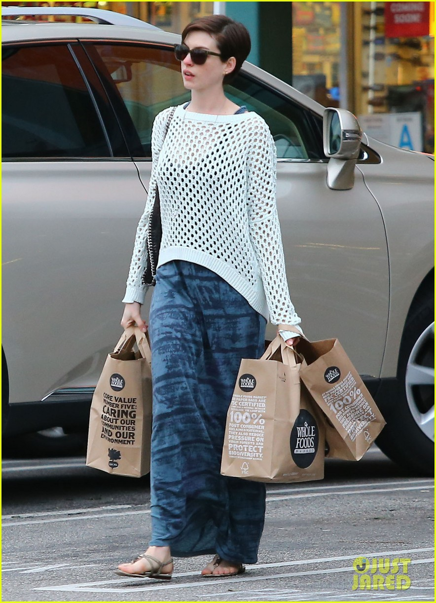 anne hathaway whole foods shopper 16