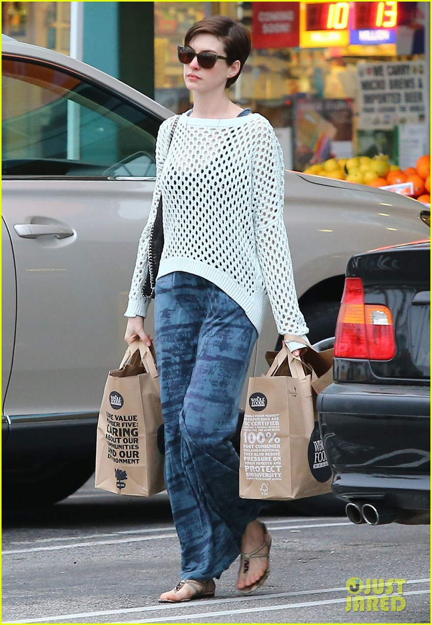 anne hathaway whole foods shopper 182833391
