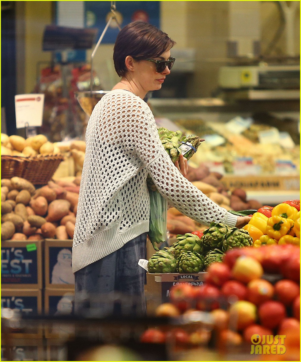 anne hathaway whole foods shopper 252833398