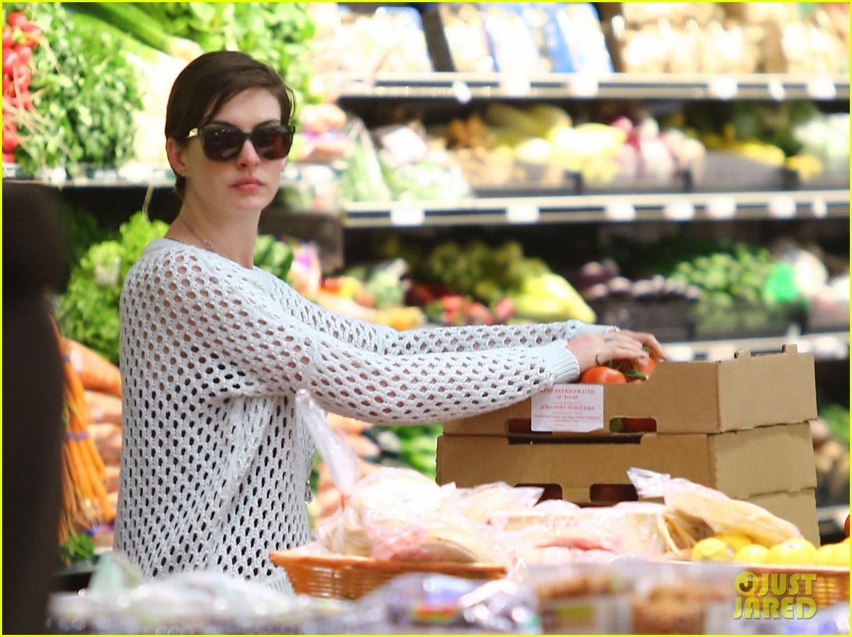 anne hathaway whole foods shopper 262833399