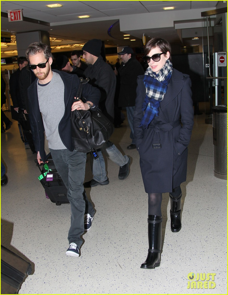 anne hathaway adam shulman back in the big apple 07