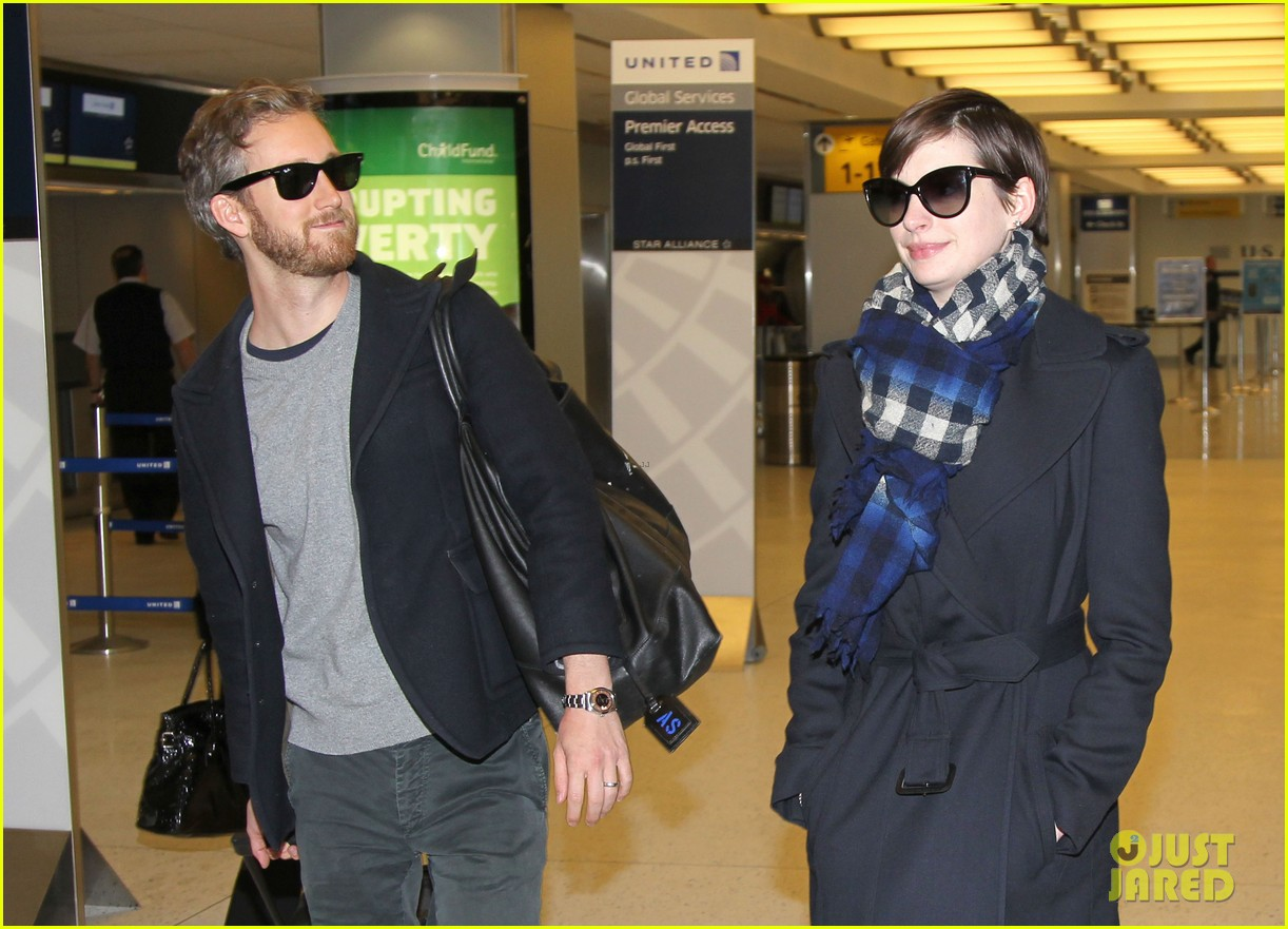anne hathaway adam shulman back in the big apple 10