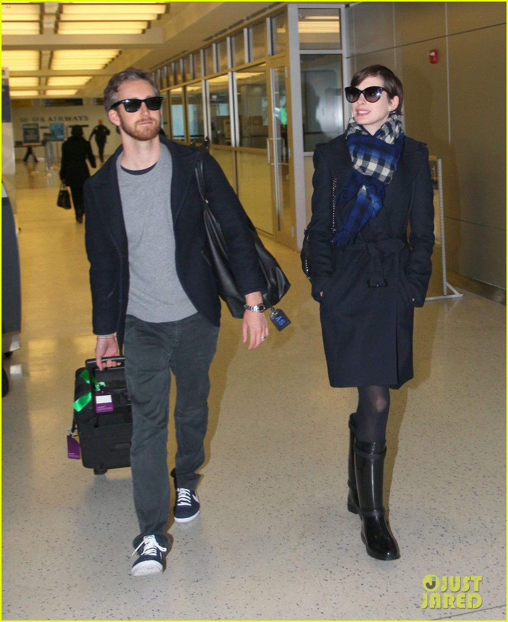 anne hathaway adam shulman back in the big apple 12