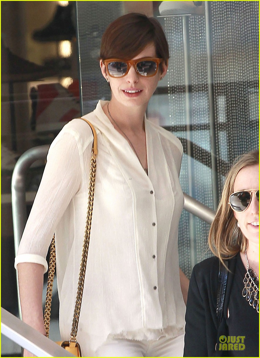 anne hathaway bright run with a gal pal 022831274