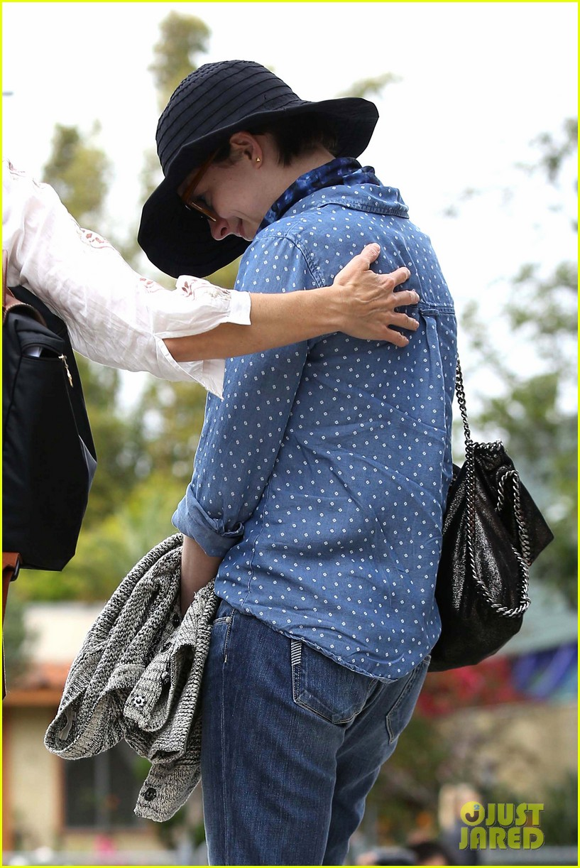anne hathaway low key cafe gratitude lunch 062834465