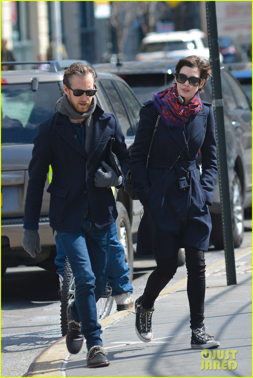 anne hathaway back in brooklyn after philly weekend 032838260