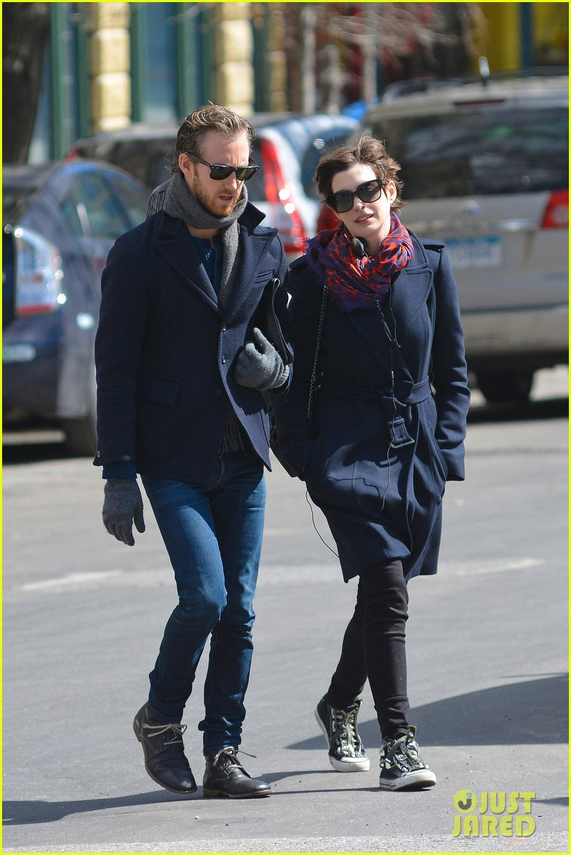 anne hathaway back in brooklyn after philly weekend 052838262