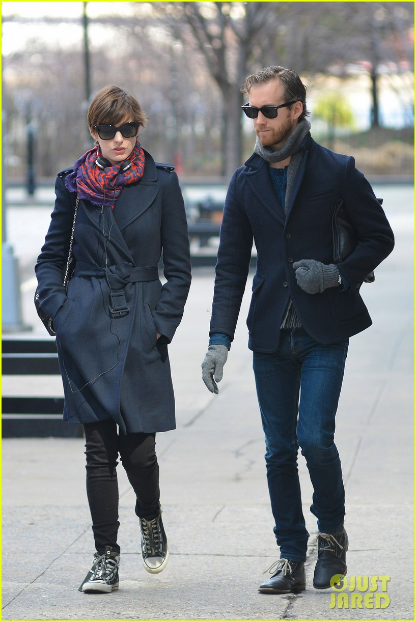 anne hathaway back in brooklyn after philly weekend 072838264