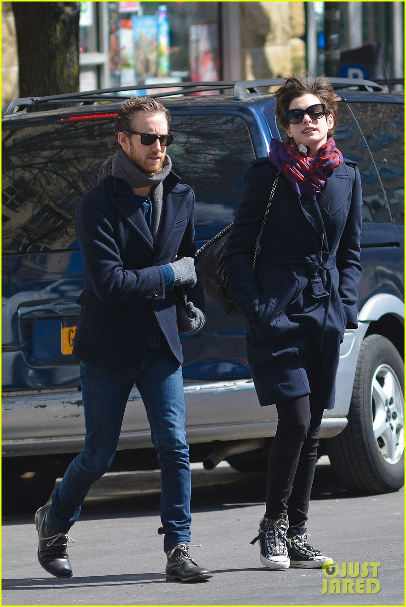anne hathaway back in brooklyn after philly weekend 082838265