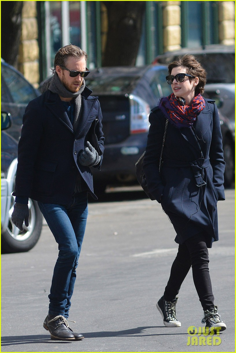 anne hathaway back in brooklyn after philly weekend 102838267