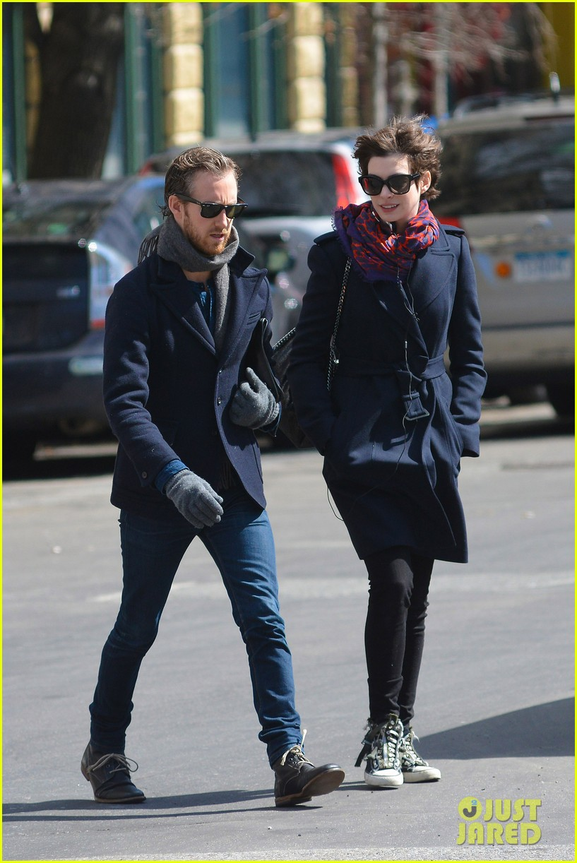 anne hathaway back in brooklyn after philly weekend 112838268